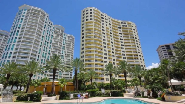 The Meridian at Sandy Key is among the elite of Clearwater's condominiums. (Photography panoramio.com)