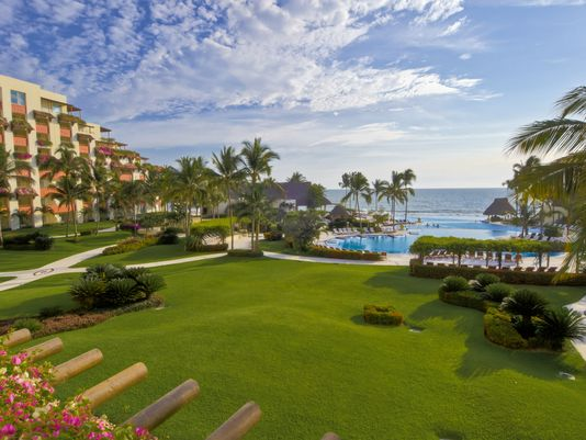 The Gran Velas Riviera Nayarit resort in Puerto Vallarta, Mexico. (Photo: Courtesy of Wyndham/RCI)